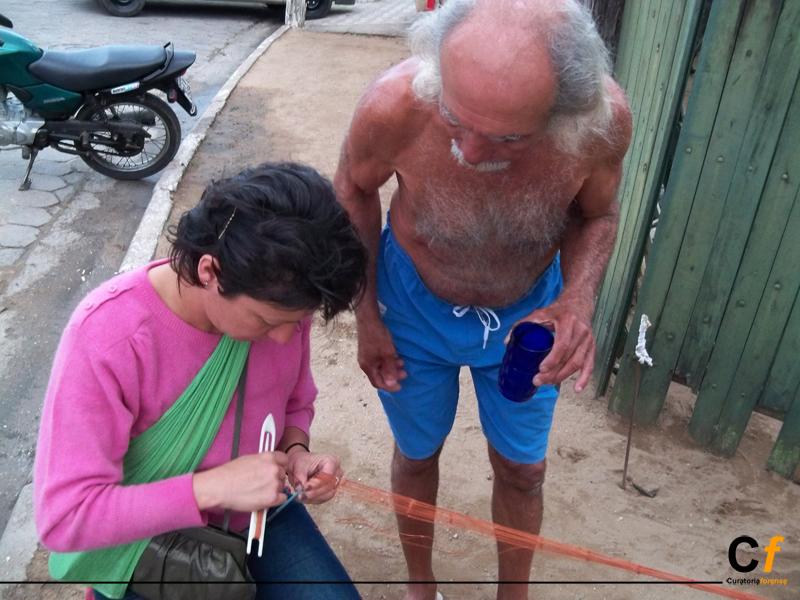 danielle-spadotto-aprendendo-a-fazer-rede-de-pesca-com-o-pescador-carioca_foto-karina_quinteros